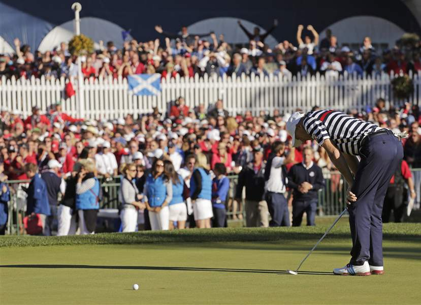 USA-s-Jim-Furyk-reacts-after-missing-a-putt