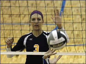 Notre Dame's Morgan Fioritto watches St. Ursula's Madelyn McCabe set.