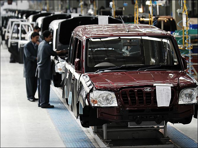 INDIA PRODUCTION PREVIEW A Mahindra Scorpio moves down a production line at a plant in Nashik, India. Mahindra Motors plans to sell a sport utility vehicle similar to the Scorpio in the U.S. in the coming years.