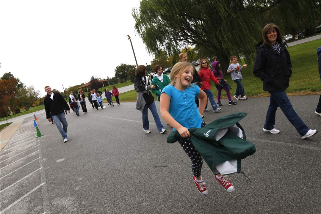WEBPerry-walkathon05p-garst