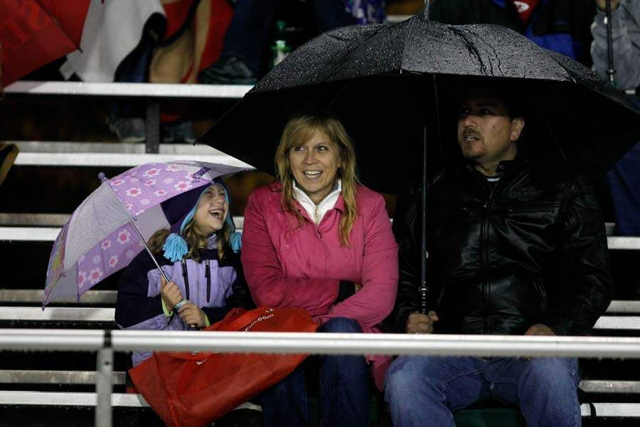WEBsylv-football06p-BG-FANS-RAIN