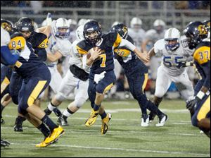 Whitmer quarterback Nick Holley (7) cuts back against the grain for a touchdown in the first quarter.
