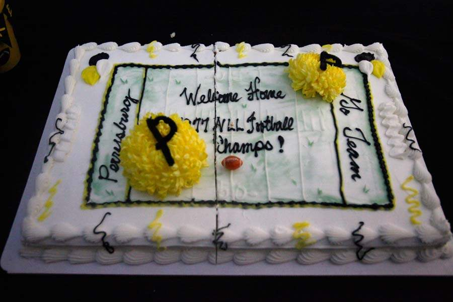 WEBPerry-yellowjackets05p-cake-2
