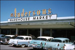 Retail outlets began as The Andersons Warehouse Market in 1952. More recently, the outlets have become proficient in specialty foods, wines, and garden center merchandise.