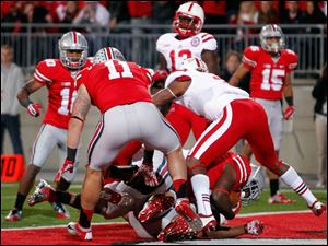 Buckeyes'Carlos Hyde (34) scores a touchdown in the third quarter.