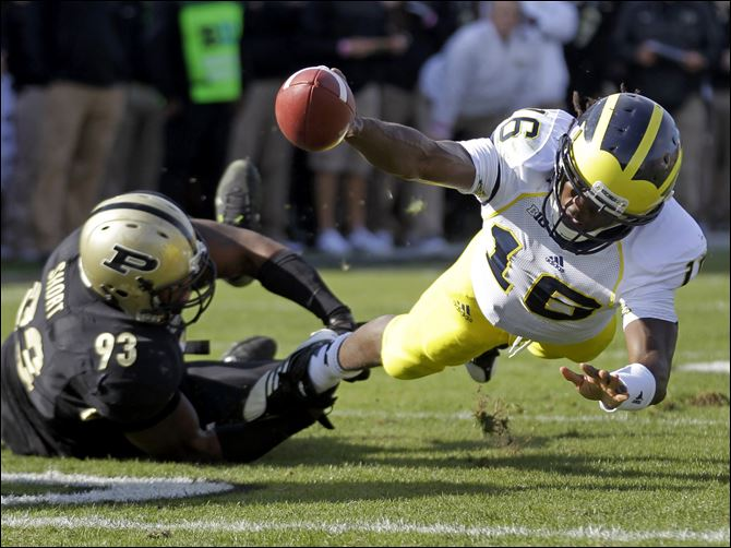 Michigan Purdue Football Robinson Denard Robinson finished with 235 yards on 24 carries and ended the game with 3,905 rushing yards so far for his career. The mark set a new Big Ten record for quarterbacks.