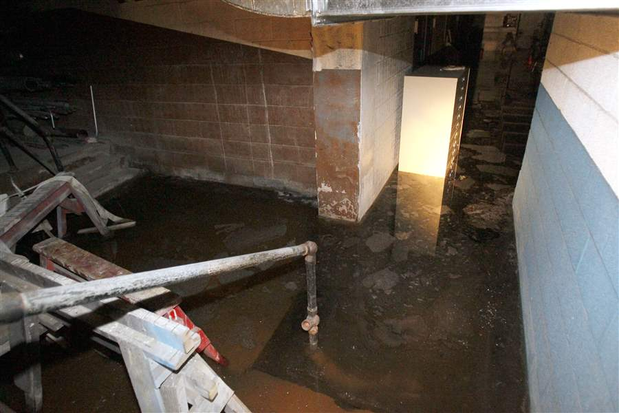 Floodwater-fills-the-basement-of-the-Nicholas-Building