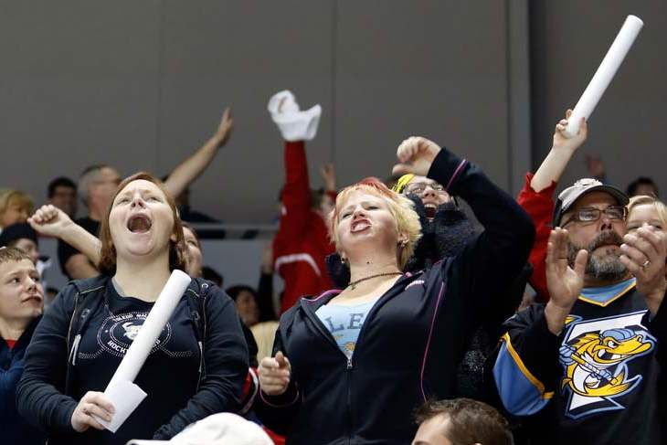 Walleye-fans-cheering