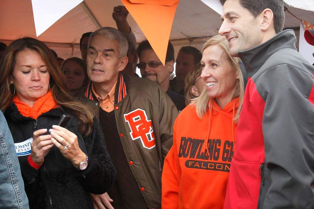 Paul-Ryan-BGSU-fans-huddled