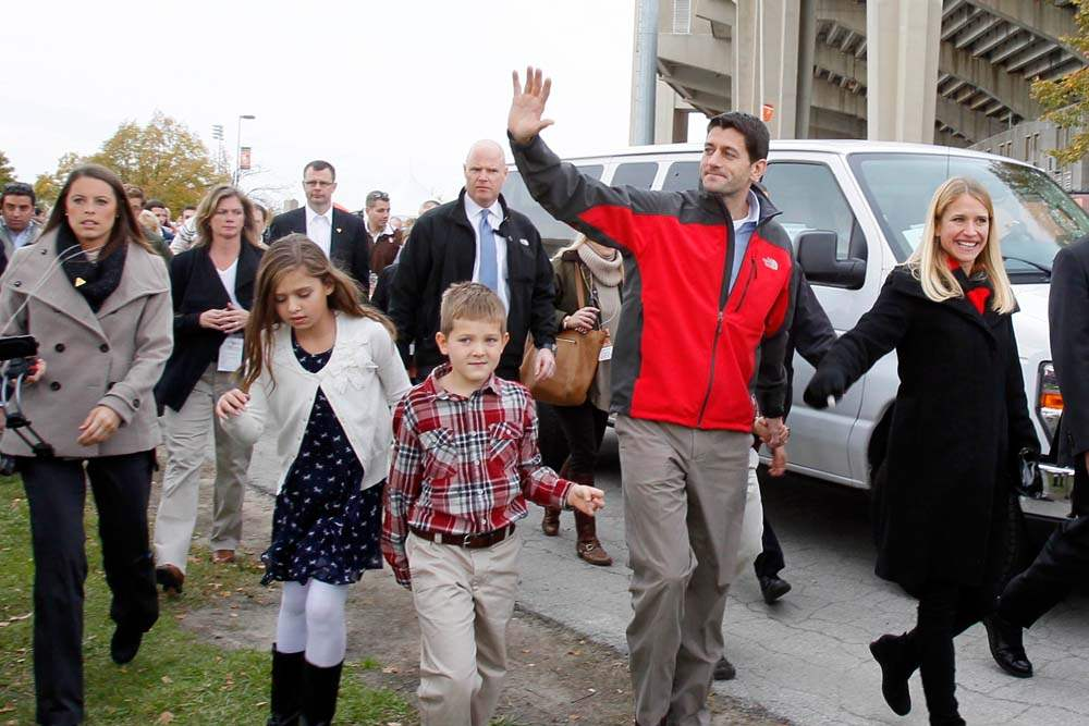 Paul-Ryan-BGSU-with-family
