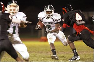 Start's senior running back Deshawn Woodwan finds an opening during the fourth quarter.