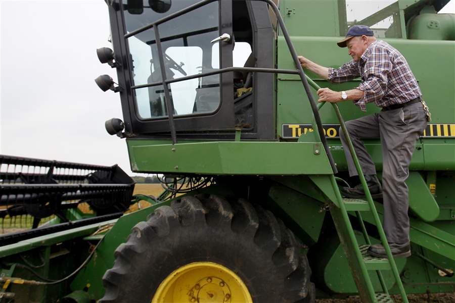Douglas-Pratt-79-climbs-into-his-combine-to-harvest-a-field
