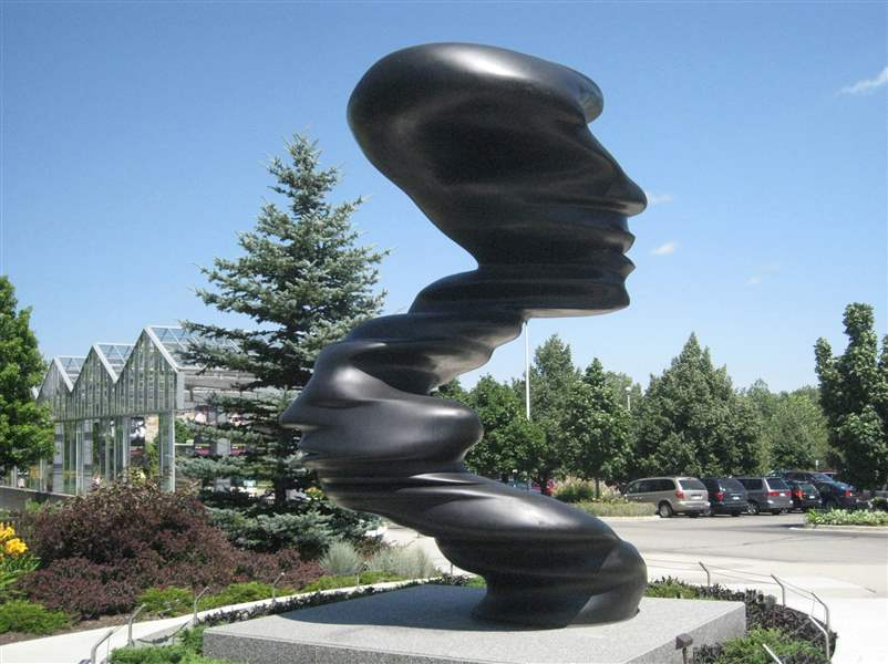 The-15-foot-bronze-sculpture-Bent-of-Mind-by-Tony-Cragg