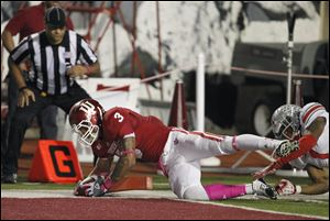Indiana wide receiver Cody Latimer (3) scores on a 2-point conversion late in the fourth quarter.