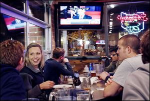 University of Toledo students from left Zach Reaver, Kristin Katafiasz, DJ Helmkamp, Dhanvin Desai, and Jeff Beegle watched the presidential debate Tuesday at PizzaPapalis in downtown Toledo.