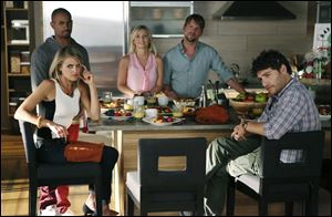 "Cast members, clockwise from foreground left, Eliza Coupe, Damon Wayans Jr., Elisha Cuthbert, Zachary Knighton and Adam Pally in a scene from the comedy series ""Happy Endings."""