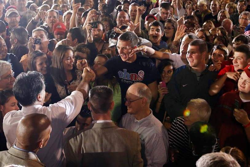 Romney-in-Defiance-greeting-supporters