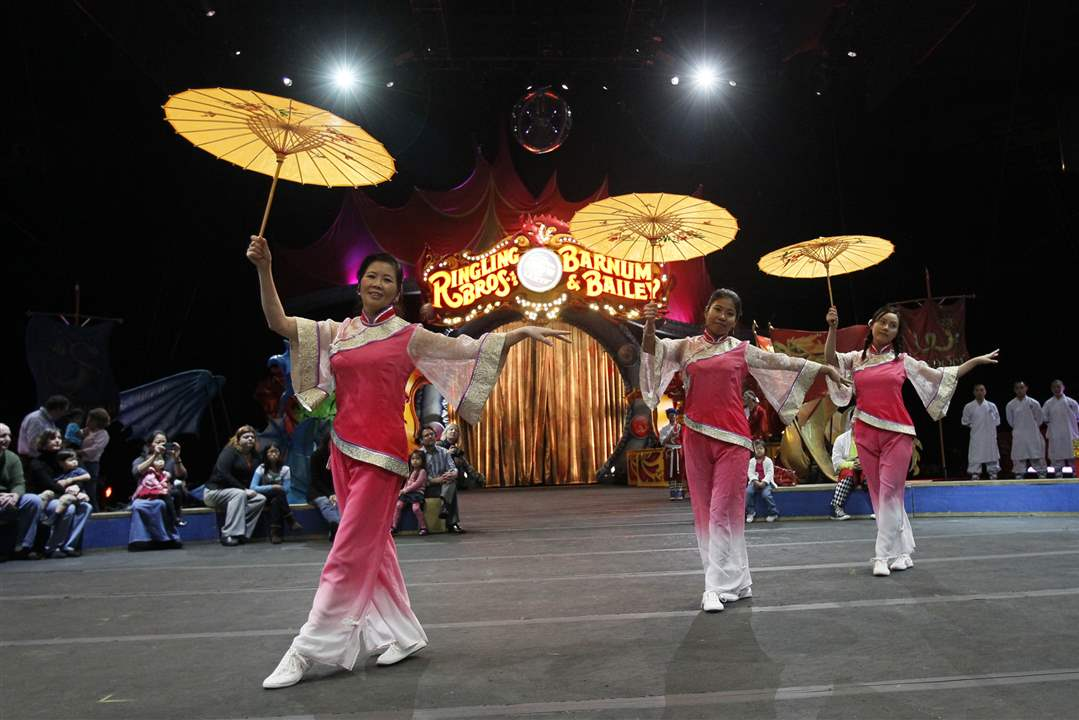 The-Chinese-Association-of-Greater-Toledo-Dancers
