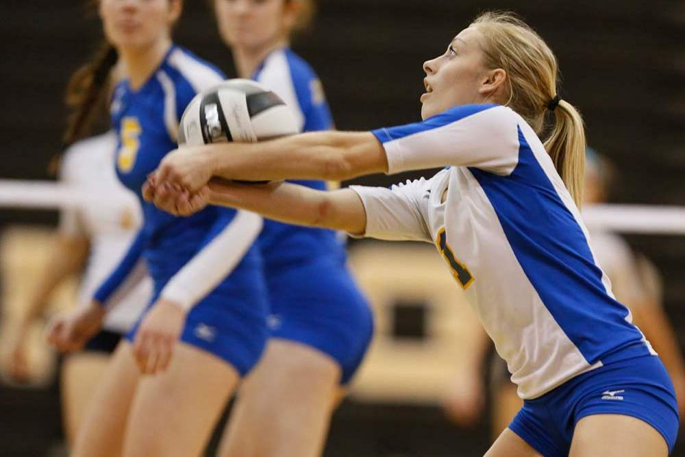 Volleyball-districts-return-serve