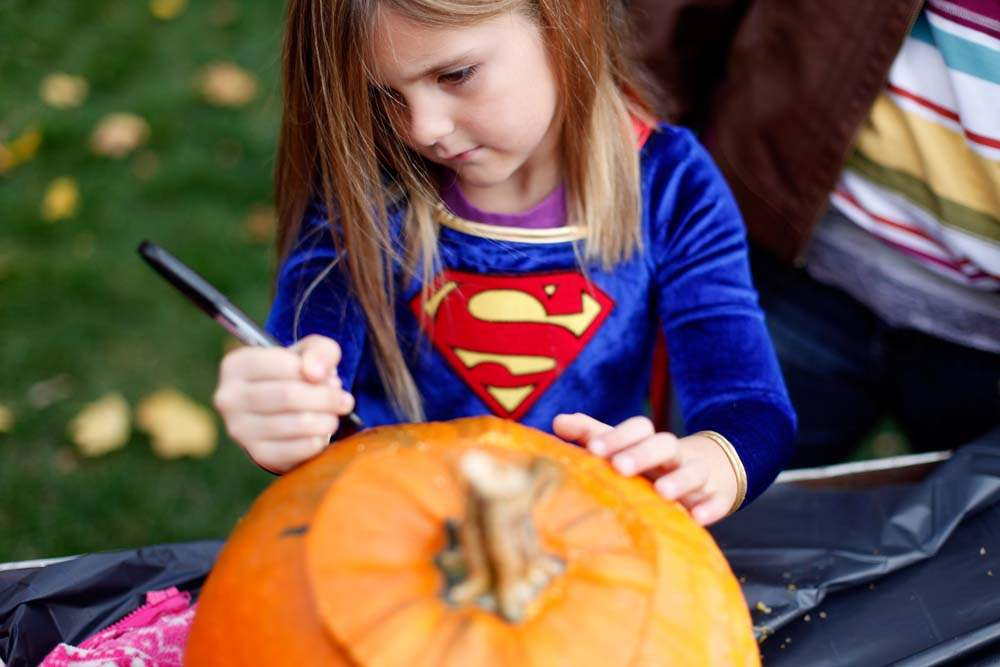 pumpkin-carving-super-girl