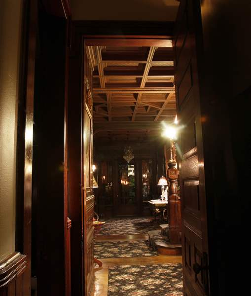 The-hallway-in-the-Mansion-View-Inn