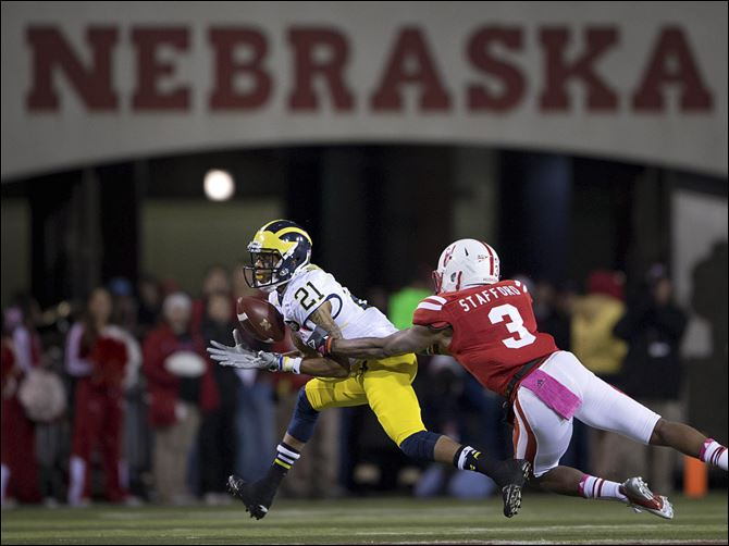 Michigan Nebraska Football Roundtree Michigan's Roy Roundtree pulls in a reception in front of Nebraska's Daimion Stafford during the first half Saturday in Lincoln, Neb.