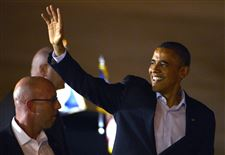 President-Barack-Obama-waves-to-supporters