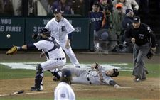 San-Francisco-Giants-second-baseman-Ryan-Theriot-slides
