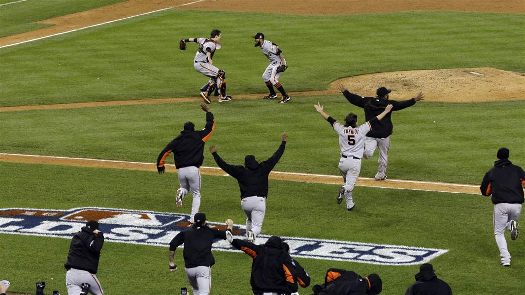 San-Francisco-Giants-celebrate-after-winning