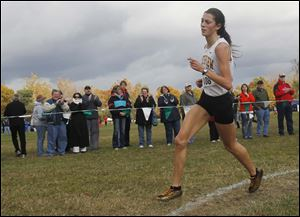 Janelle Noe was the Division I regional champion with a time of 18:32.38 and led Northview to the team title.