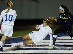 St. Ursula's Jordyn Greer (8) scores the lone goal in the game.