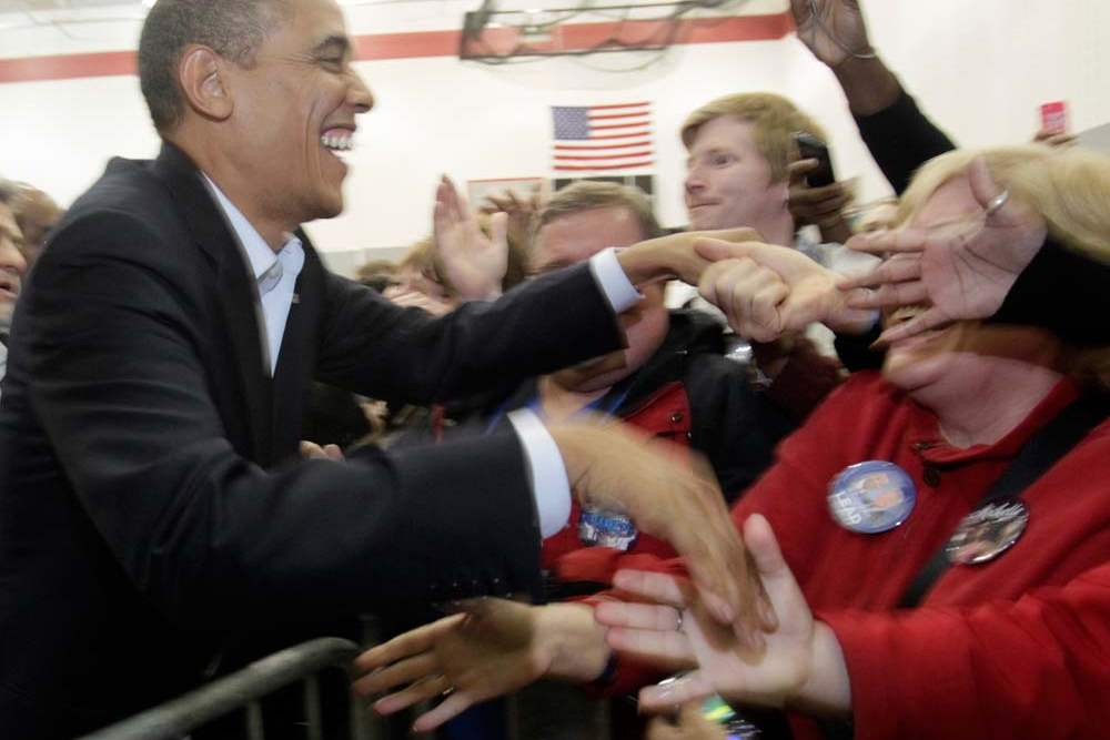 President-Obama-shakes-hands-with-the-overflow-crowd