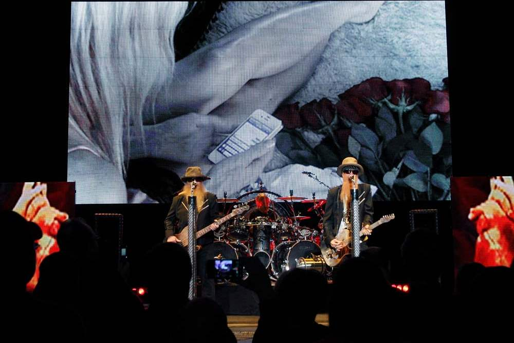 ZZ-Top-in-Toledo-video-screen
