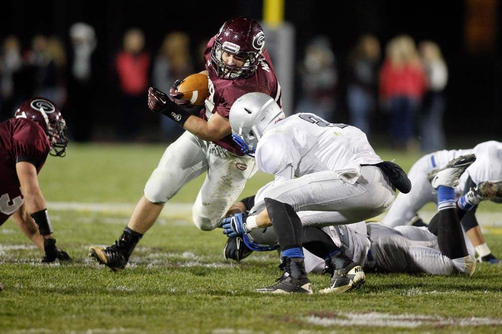 Kyle-Nutter-of-the-Genoa-Comets-runs-the-ball