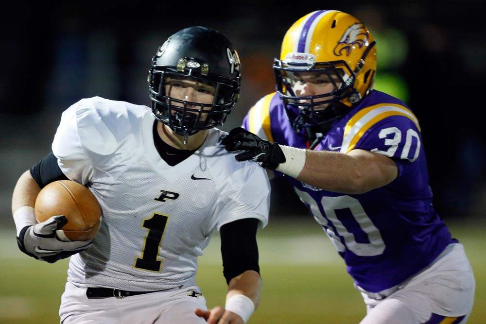 Perrysburg-QB-Steve-Slocum-1-runs-the-ball