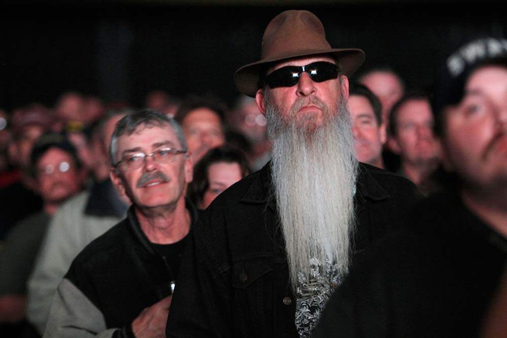 ZZ-Top-in-Toledo-beard-in-crowd