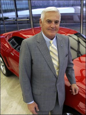 Bob Lutz, a former GM vice chairman, reversed his earlier criticism of Mitt Romney and now supports the GOP candidate.