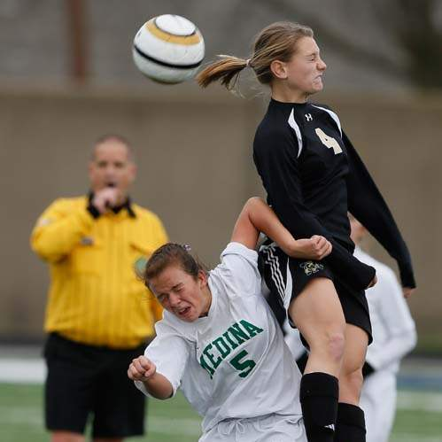 Perrysburg-regional-soccer-final-ball-movement