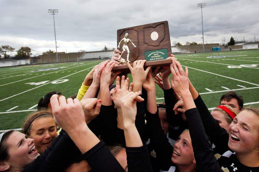Perrysburg-regional-soccer-final-team-trophy