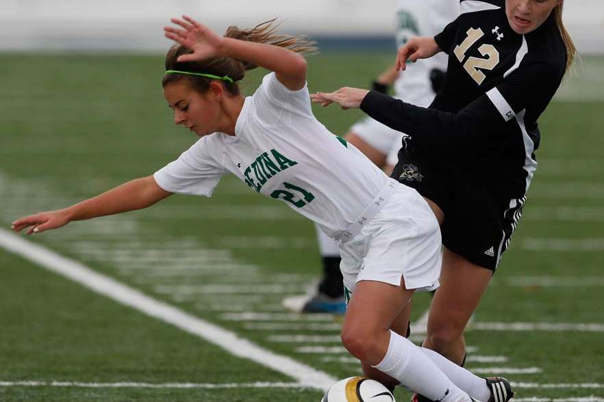 Perrysburg-regional-soccer-final-player-falling