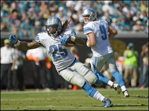 Detroit Lions running back Mikel Leshoure (25) runs for yardage after a handoff from quarterback Matthew Stafford (9) during the first half of an NFL football game against the Jacksonville Jaguars.