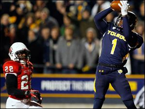 Toledo receiver Bernard Reedy (1) scores a touchdown against Ball State defender Quinton Cooper (22).