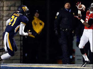 Ball State's Jamill Smith (2) scores a touchdown against Toledo's Ross Madison (21).