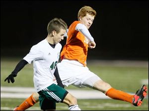Southview's Chris Ellis (16) moves the ball against  Aurora's Justin Frankmann (46).