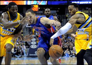 Andre Iguodala, right, scored six of his 17 points over the final three minutes.