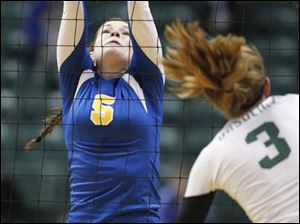 Toledo St. Ursula Academy player Katie McKernan, 5, tries to block the shot of Cincinnati Ursuline player Sam Fry, 3.
