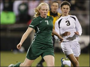 Perrysburg's Courtney Clody (3) defends against Mason's Sami Rutowski (7).
