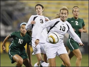 Perrysburg's Alexx Brown (18) moves the ball against Mason.