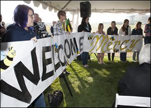 Students from Perrysburg's junior and senior high schools hold a banner welcoming Mercy's new emergency room center at a ceremony today in Perrysburg.