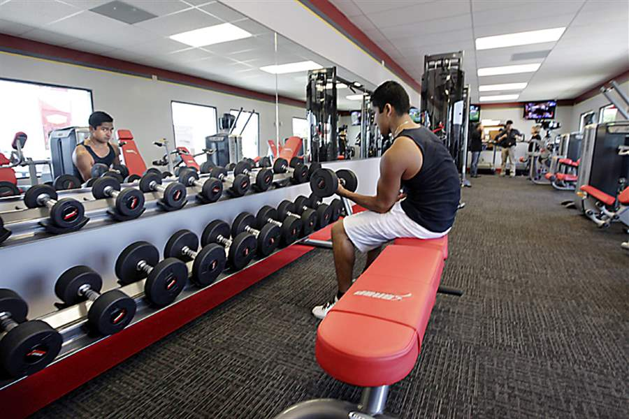 A-customer-works-out-at-Snap-Fitness-Rolling-Strong-Gym